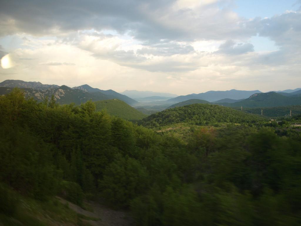 Přejezd chorvatského Dinárského pohoří patří bezesporu k nejkrásnějším úsekům cesty.