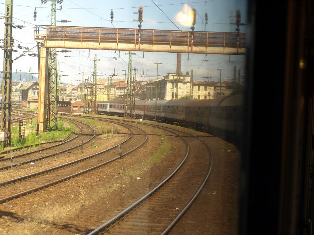 Rychlík Adria vjíždí na budapešťské nádraží Keleti. Zde jeho cesta končí.