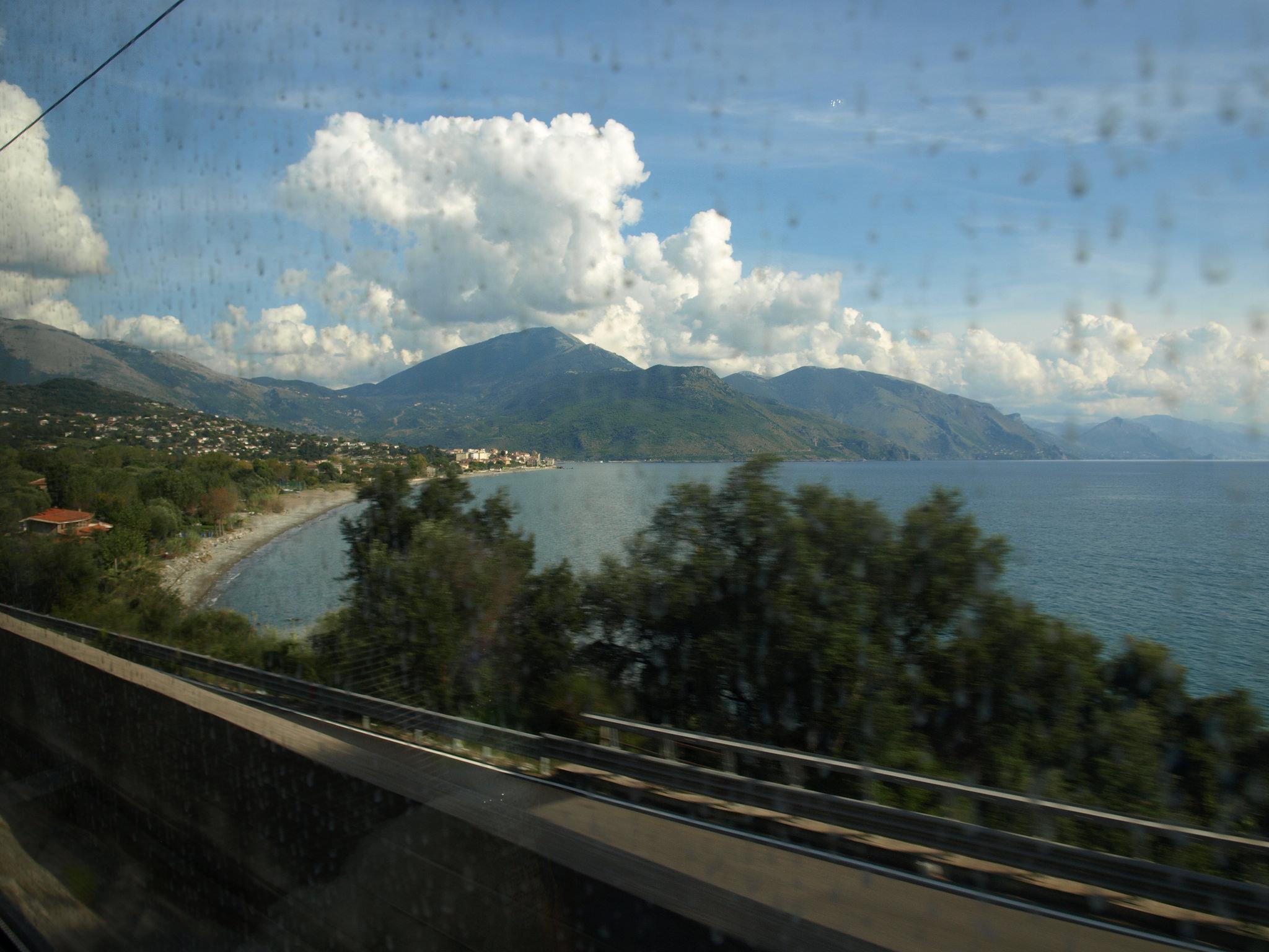 Ve vlaku se můžete kochat krajinou