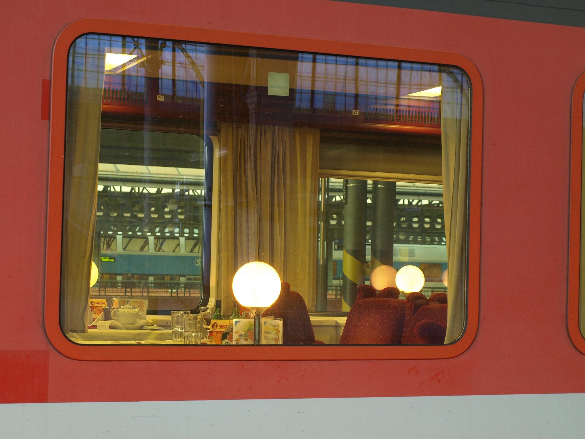 Ve vlaku se najíte